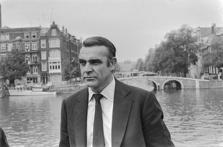 james_bond_sean_connery_elegant