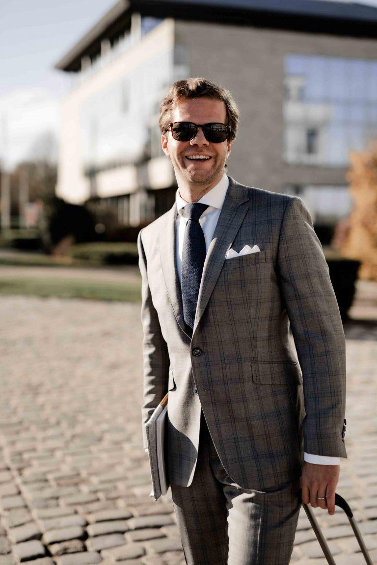 JAGGS-costume-chemise-sur-mesure-business-3pieces-gris-carreaux
