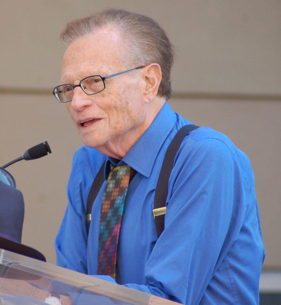 Larry King, journaliste en bretelles