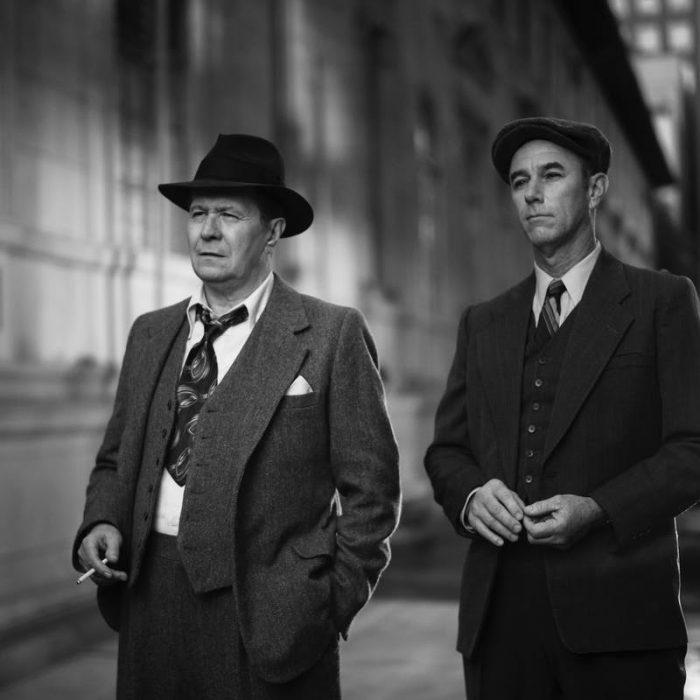 Gary Oldman en costume dans Mank de David Fincher