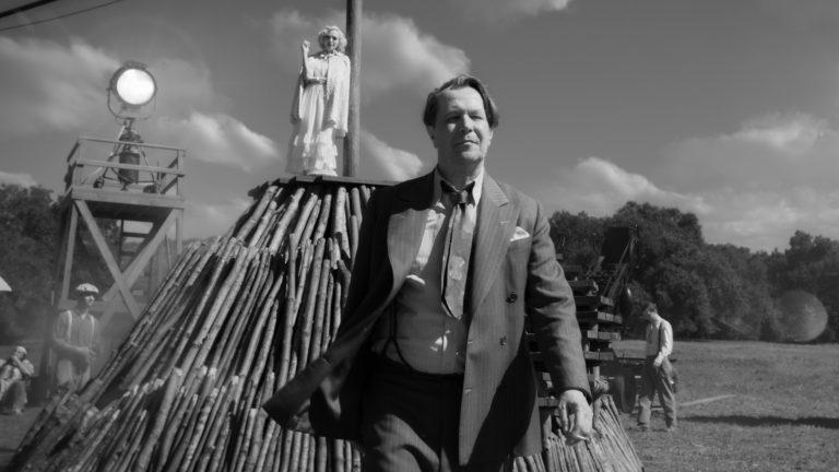 Costume de Gary Oldman dans Mank de David Fincher